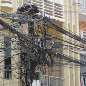 Les fils électriques des rues de Phnom Penh
