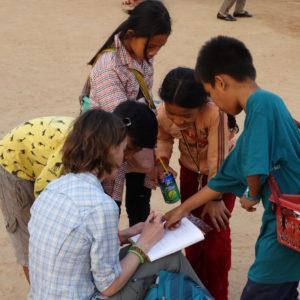 Petite leçon de khmer en extérieur