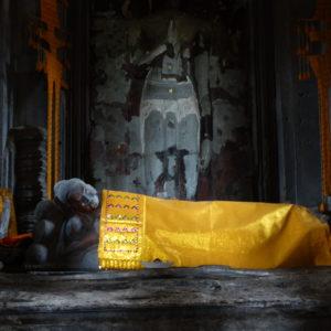 Dans une galerie d'Angkor Vat