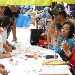 Jouer avec les caractères khmers en pâte à sel