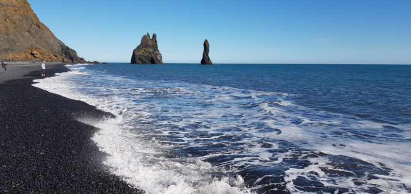 Islande été 2020 (9) Reynisfjara - Vue sur Reynisdrangar (stacks)